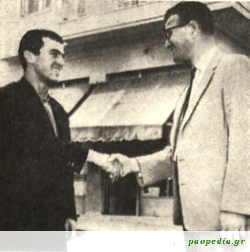 Η πρώτη χειραψία μεταξύ Στέφαν Μπόμπεκ και Μίμη Δομάζου, την ημέρα της γνωριμίας τους τον Μάιο του 1963.
