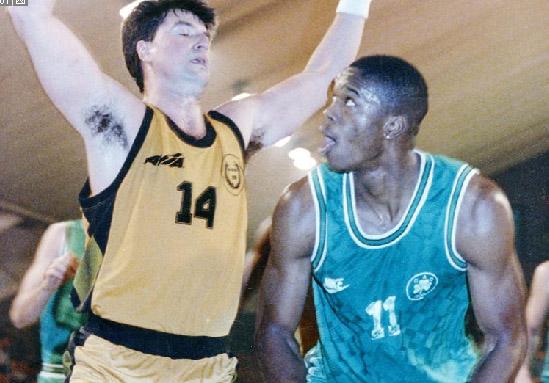 Αντόνιο Ντέιβις (μπάσκετ)