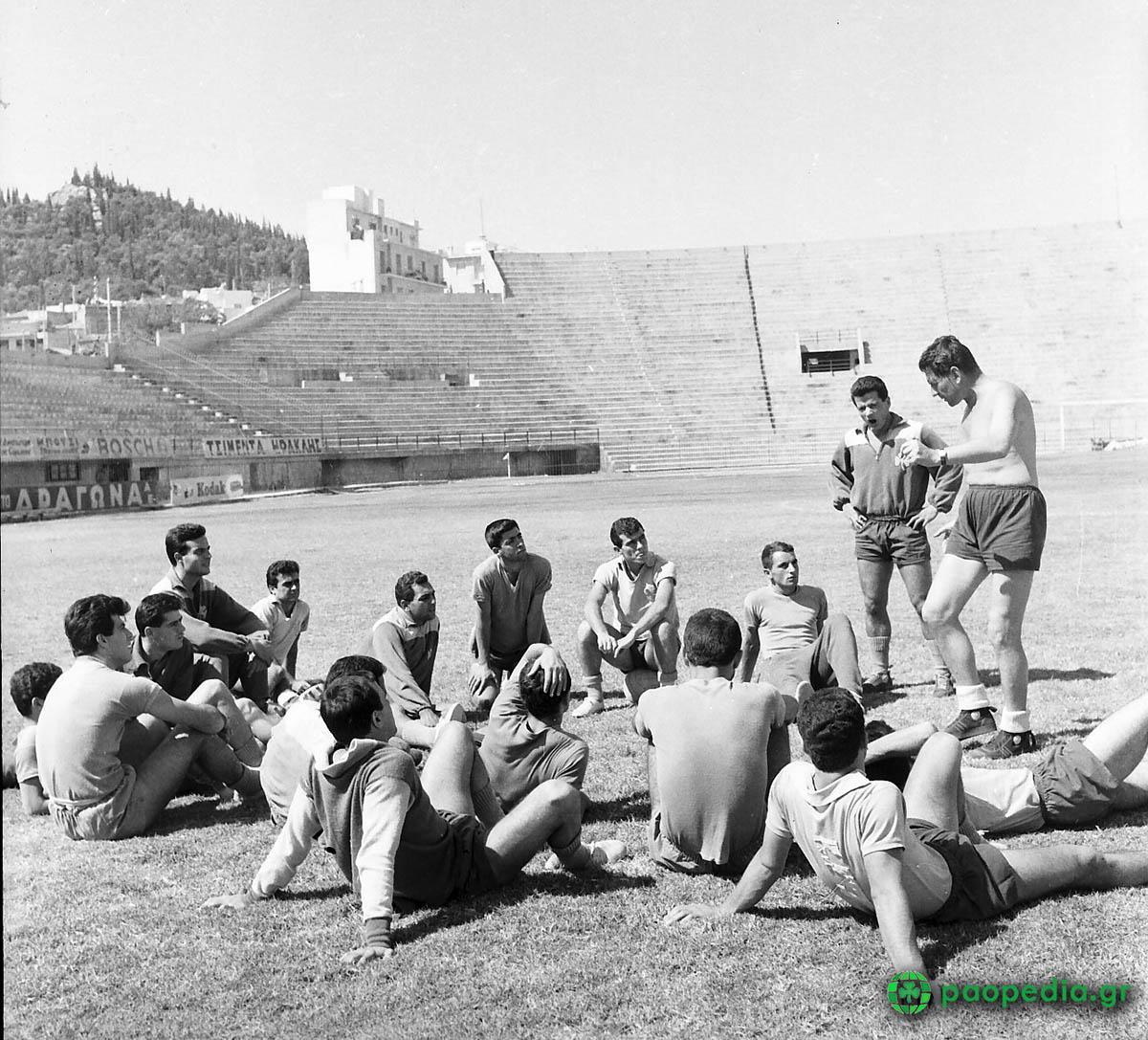 Παναθηναϊκός - Γιουβέντους 1961 1-1 Οι οδηγίες του Χάρι Γκέιμ στους ποδοσφαιριστές στην τελευταία προπόνηση