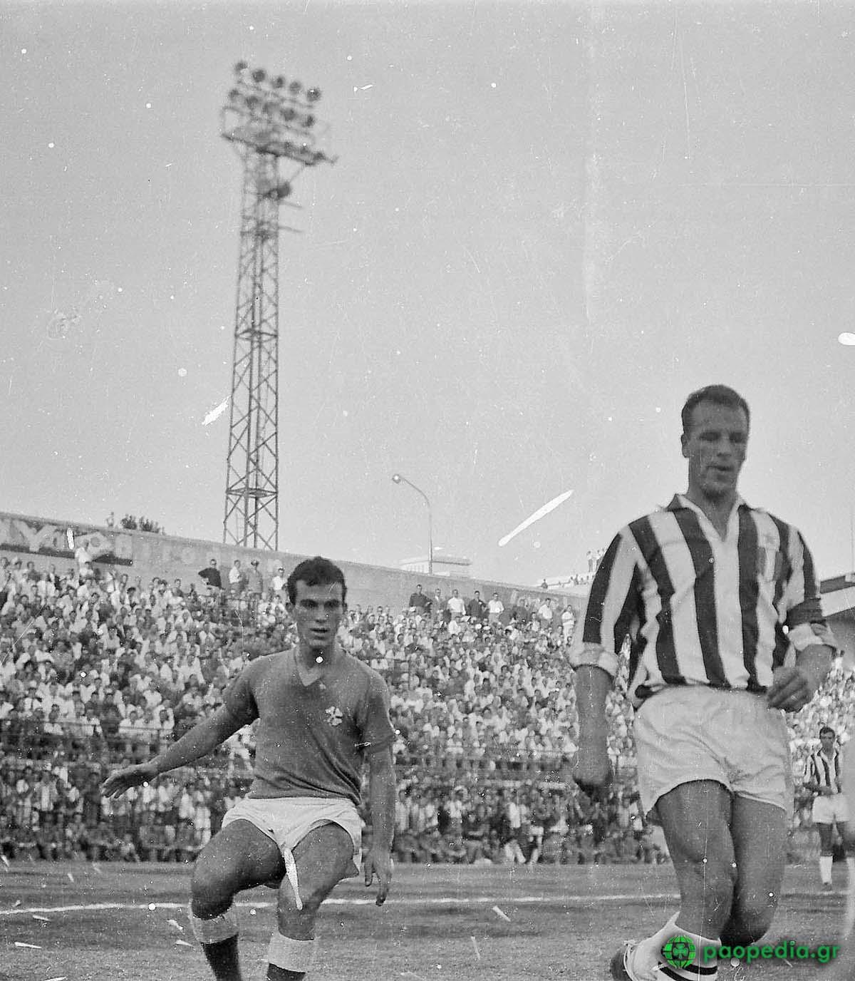 Μίμης Δομάζος, Τζον Τσαρλς, 1961 - Παναθηναϊκός - Γιουβέντους 1-1. paopedia.gr