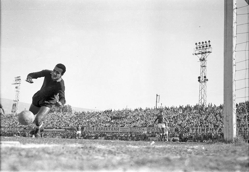Μιχάλης Βουτσαράς, 1961 - Παναθηναϊκός - Γιουβέντους 1-1. paopedia.gr